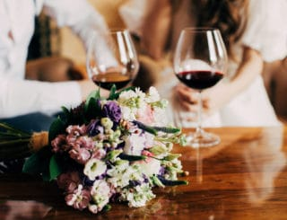 Bien choisir le vin pour son mariage: les 4 conseils à suivre!